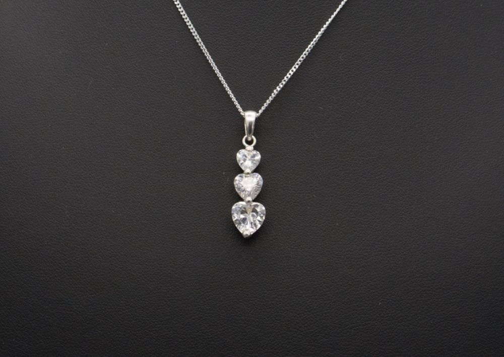 Sterling silver & graduated clear heart necklace