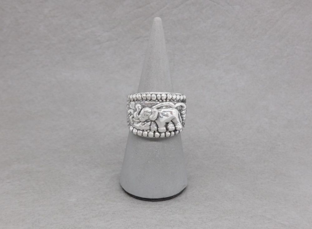 Chunky sterling silver elephant ring