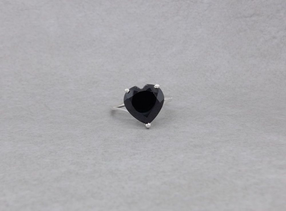 Sterling silver & black spinel heart ring