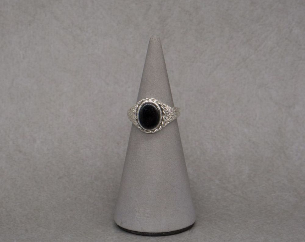 Vintage sterling silver & black onyx ring with textured shoulders