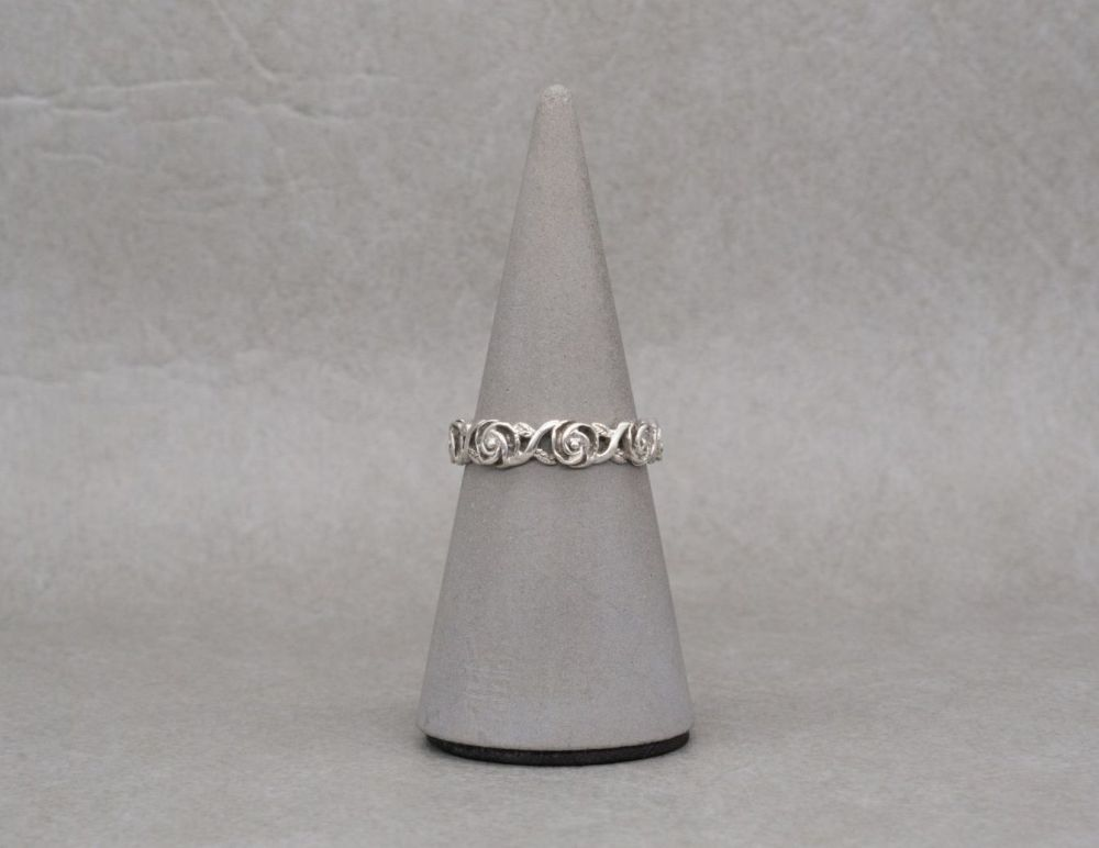 Sterling silver floral / flower head band ring