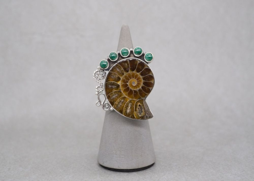 Huge sterling silver & ammonite ring with malachite detail