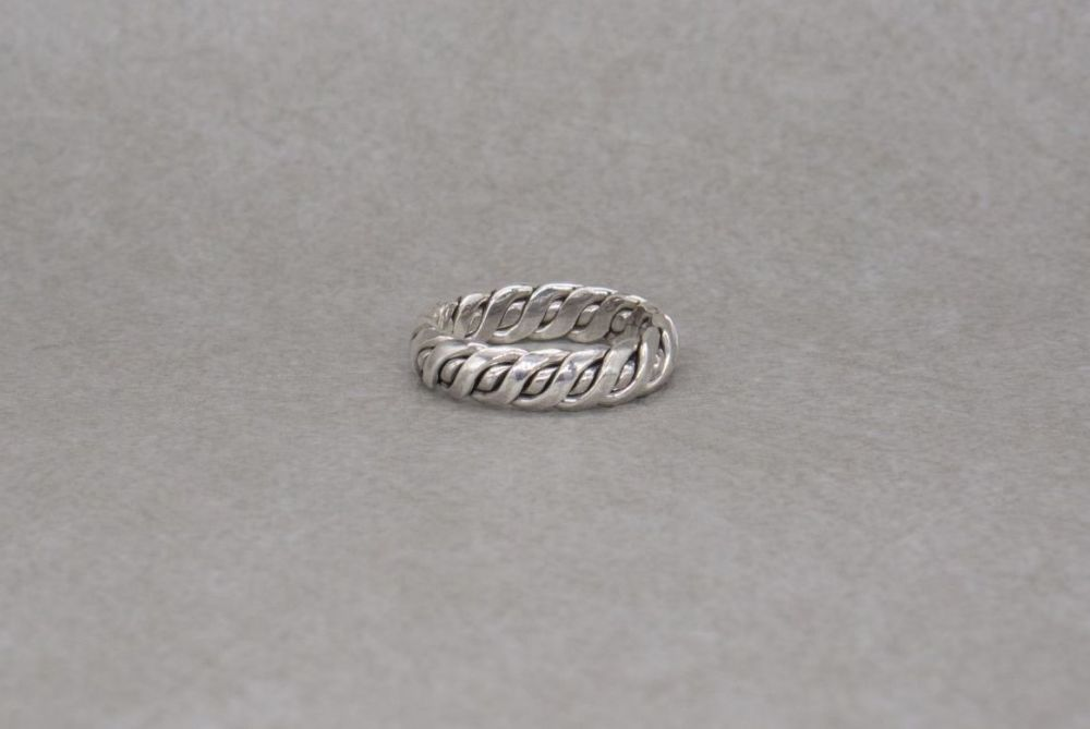 Sterling silver twist effect band ring