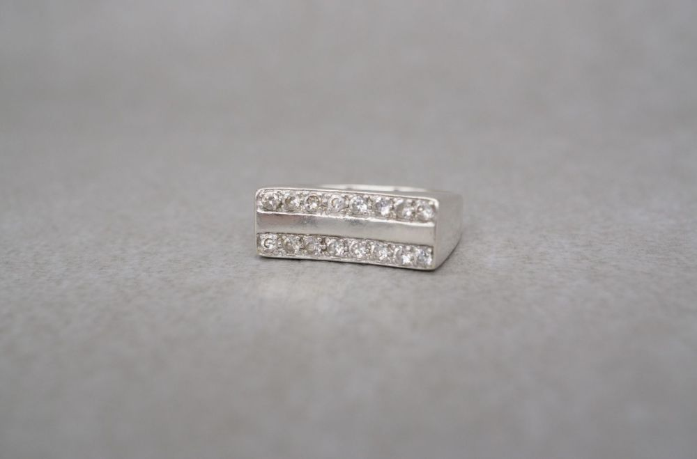 Sterling silver & clear stone rectangular fronted ring