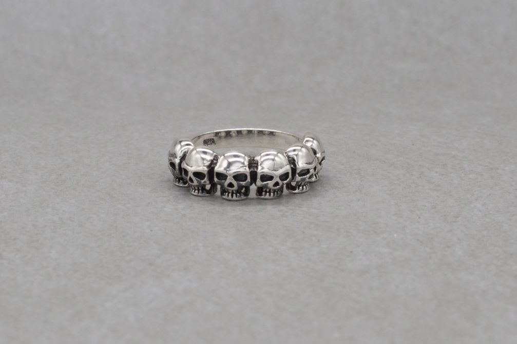 Sterling silver ring with 6 skulls