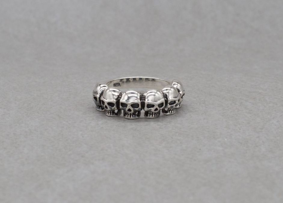 Sterling silver ring with 6 skulls (P 1/2)