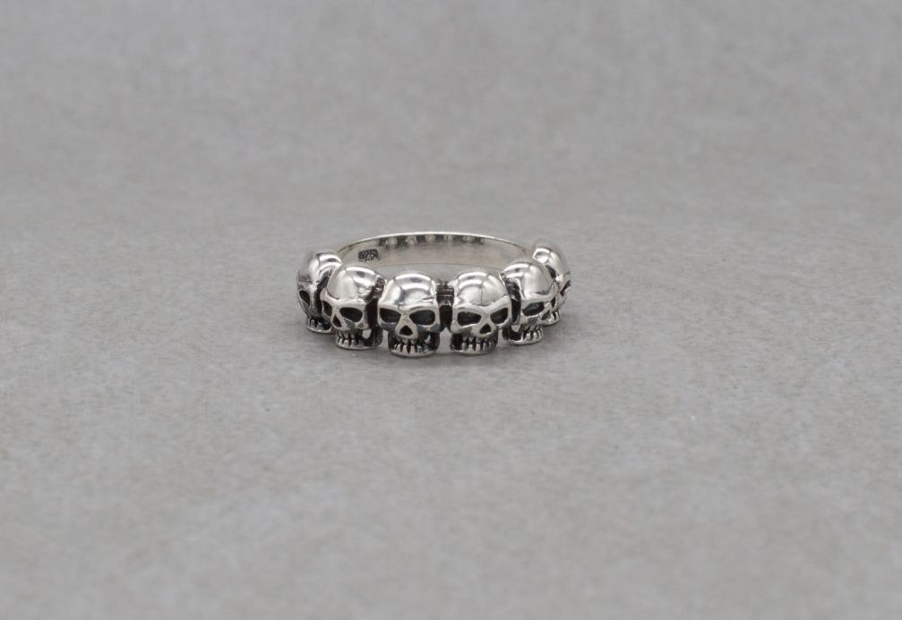 Sterling silver ring with 6 skulls (R)