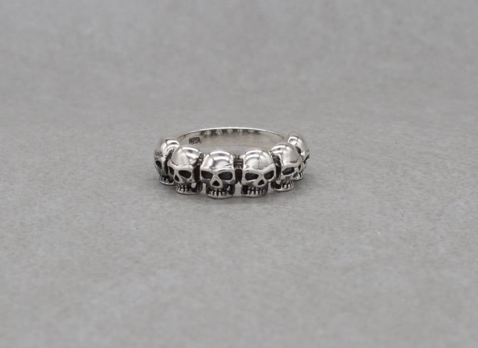 Sterling silver ring with 6 skulls (O 1/2)