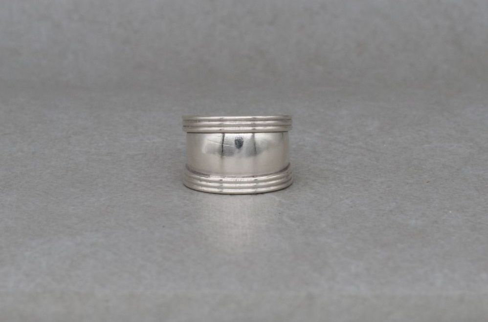 Graduated sterling silver ring