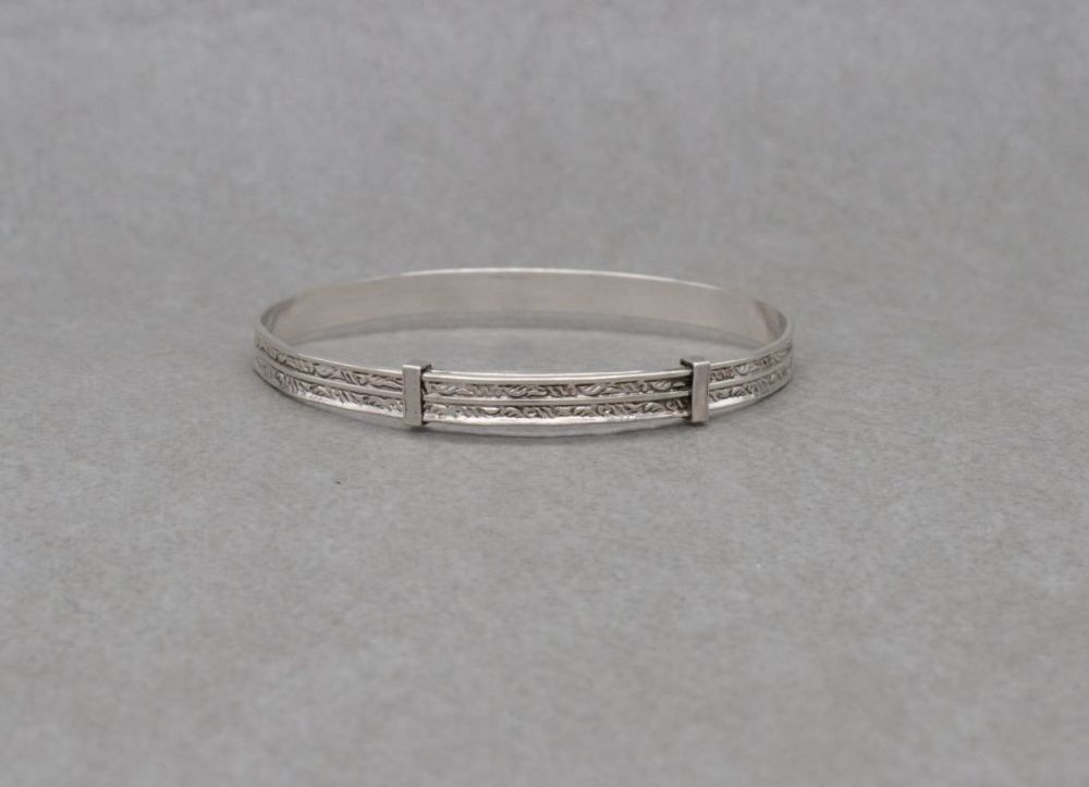 Sterling silver expanding child's bangle with chased pattern