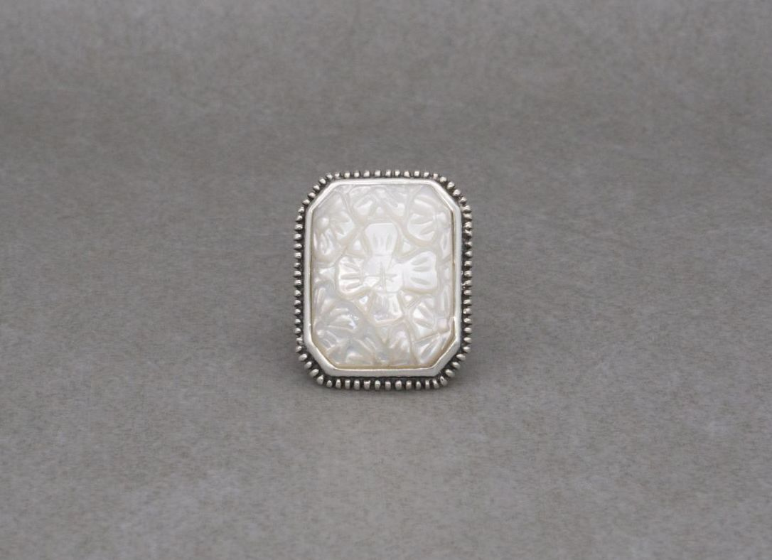 Beautiful sterling silver & carved mother of pearl ring