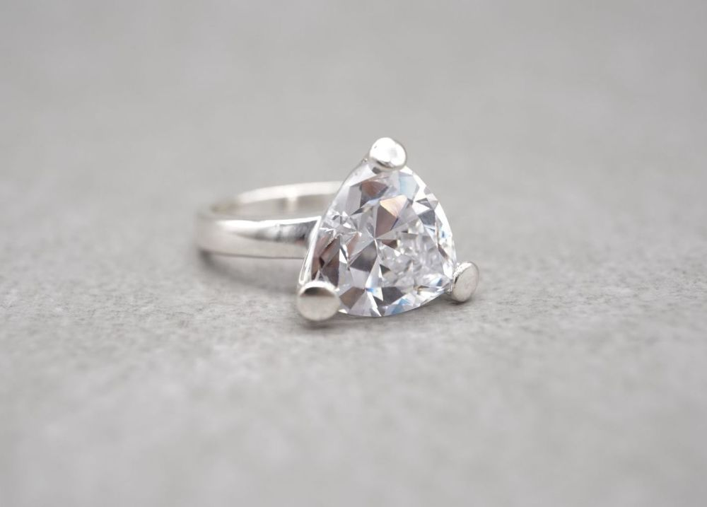 Substantial triangular sterling silver & clear stone solitaire ring