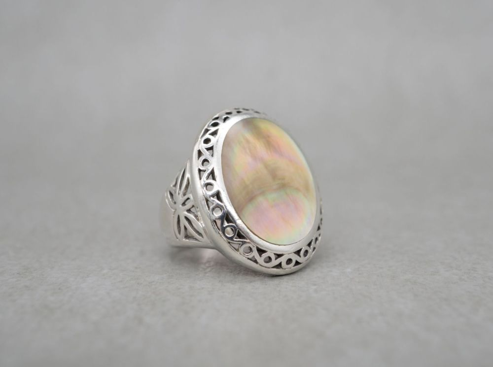 Chunky sterling silver & mother of pearl ring with cut-out detail