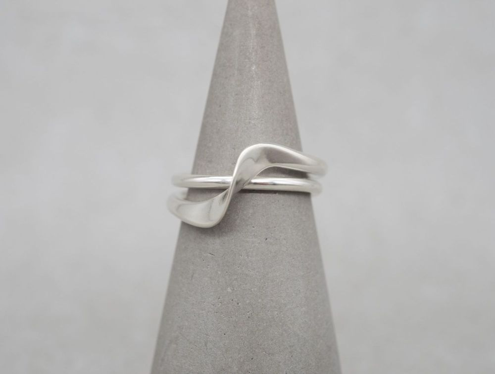 Sterling silver double band effect ring with a twist