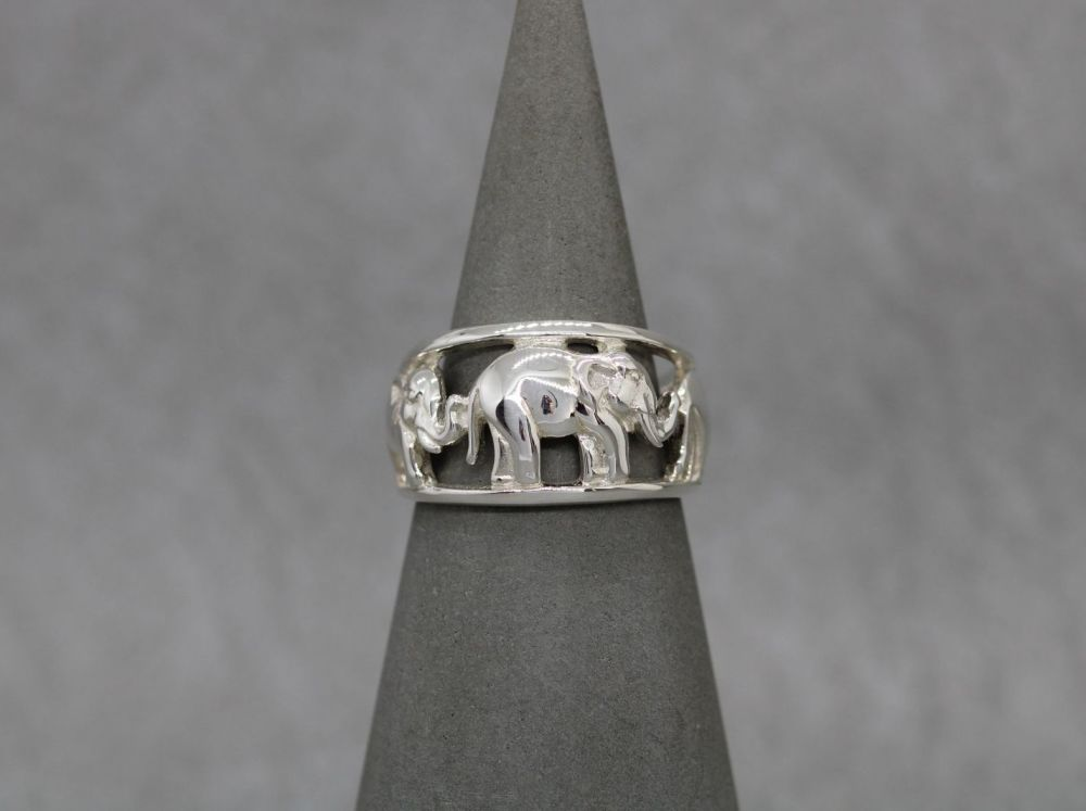 Graduated sterling silver elephant ring