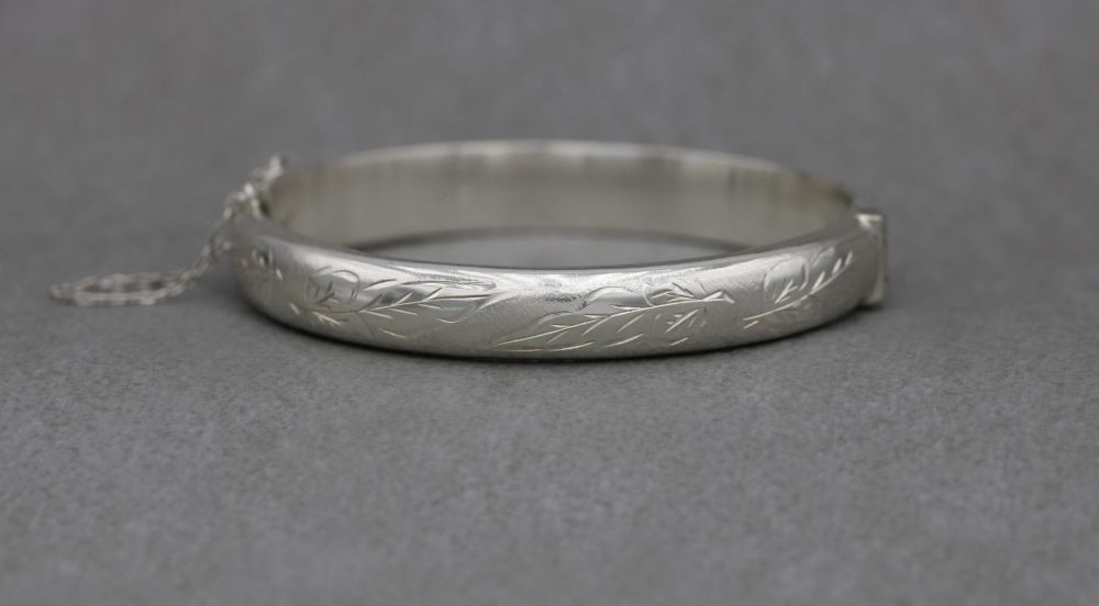 Vintage sterling silver bangle with leaf engraved design & safety chain