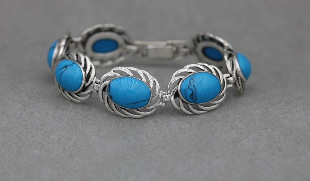 Attractive sterling silver & blue howlite bracelet