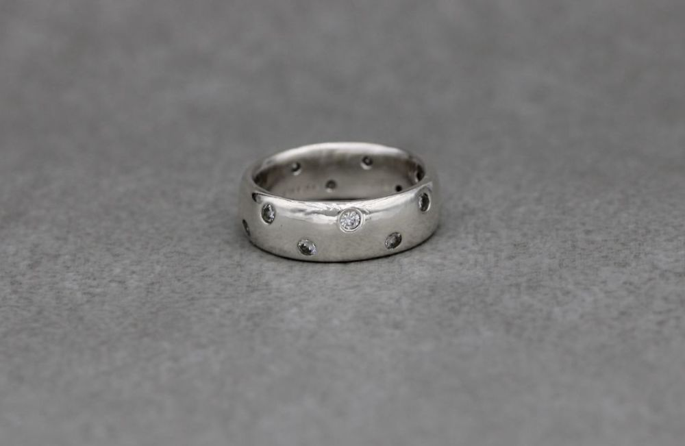 Sterling silver & clear stone 'D' profile band ring