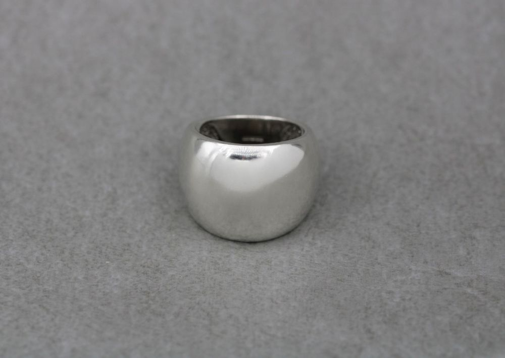 Bold graduated sterling silver ring