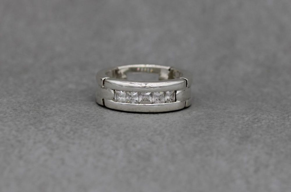 Sterling silver chain link effect ring, ¼ set with square stones