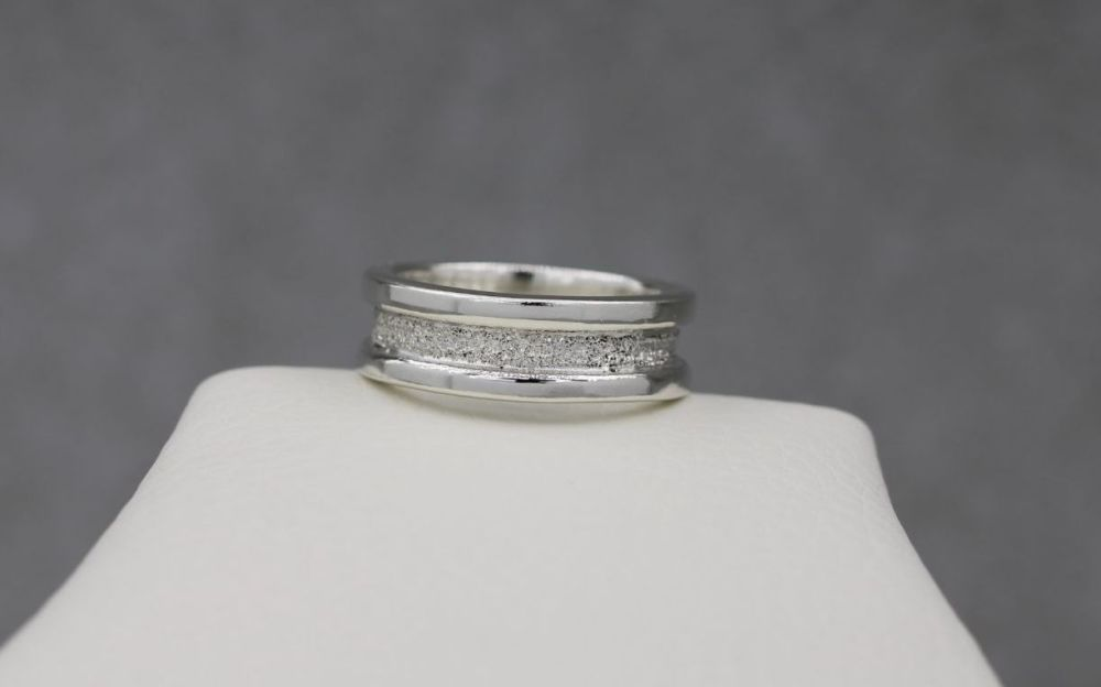 Solid sterling silver band ring with glitter effect detail
