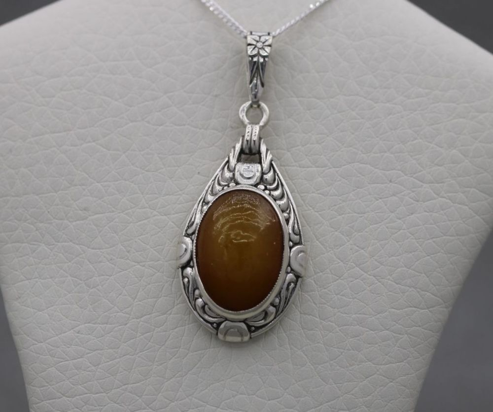 Decorative vintage 830 silver & amber necklace