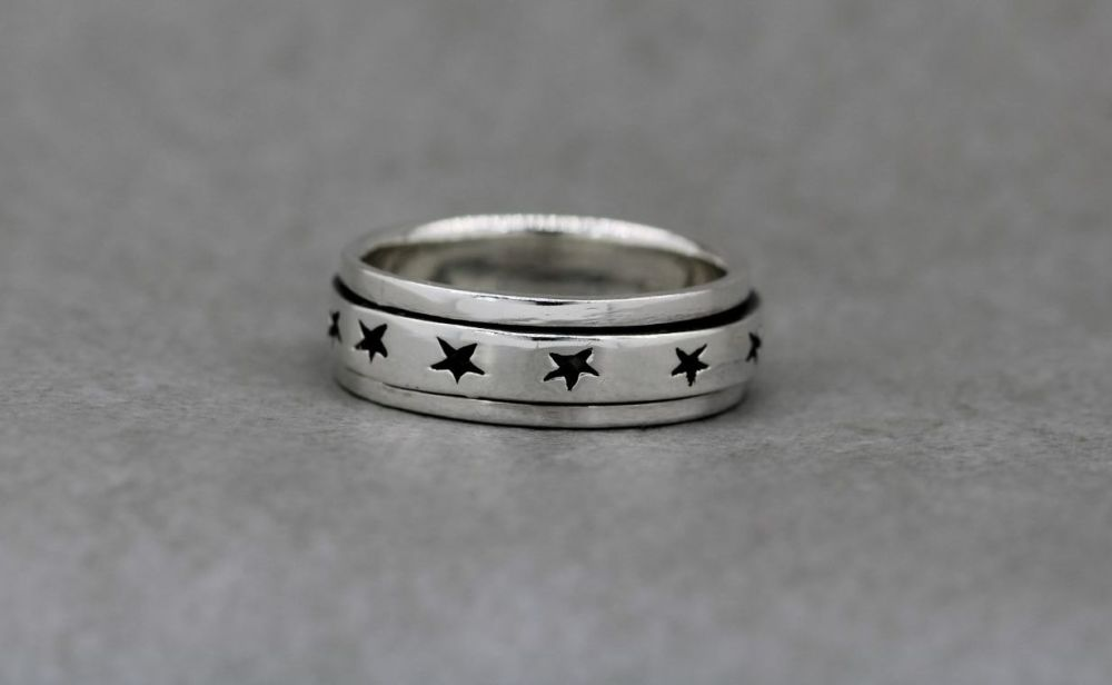 Sterling silver spinner ring with oxidised stars