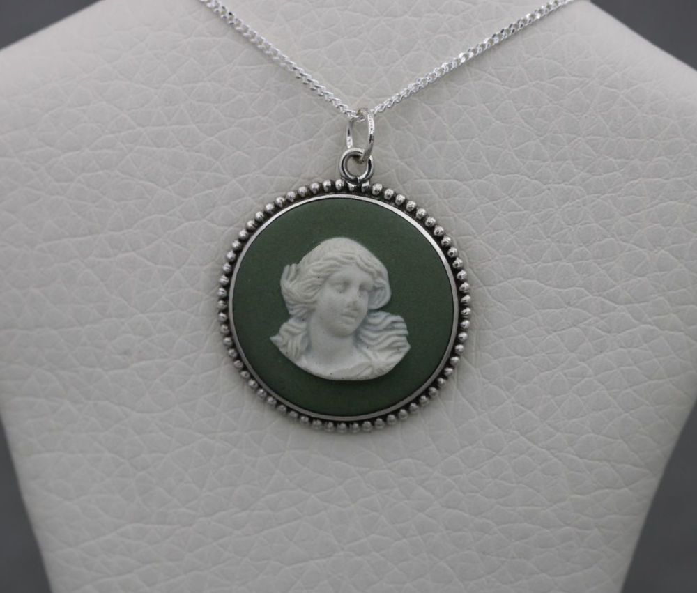 Vintage sterling silver Wedgwood cameo necklace