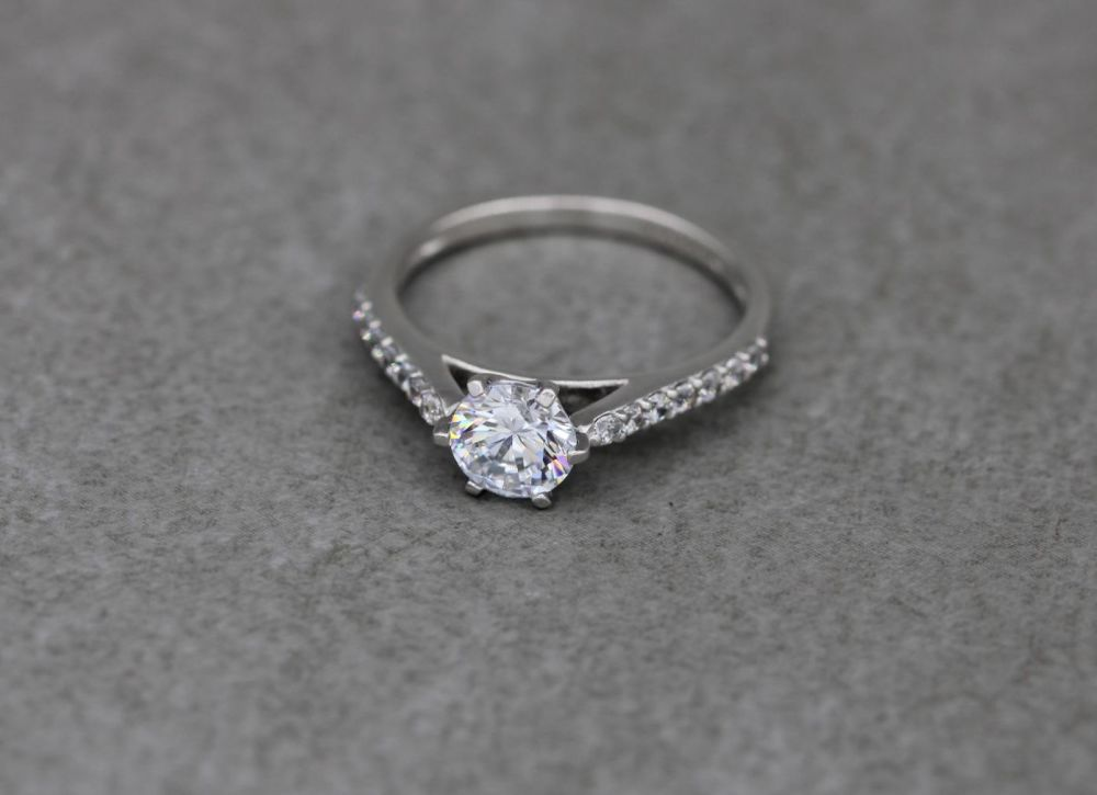 Sterling silver & clear stone solitaire ring with accented shoulders