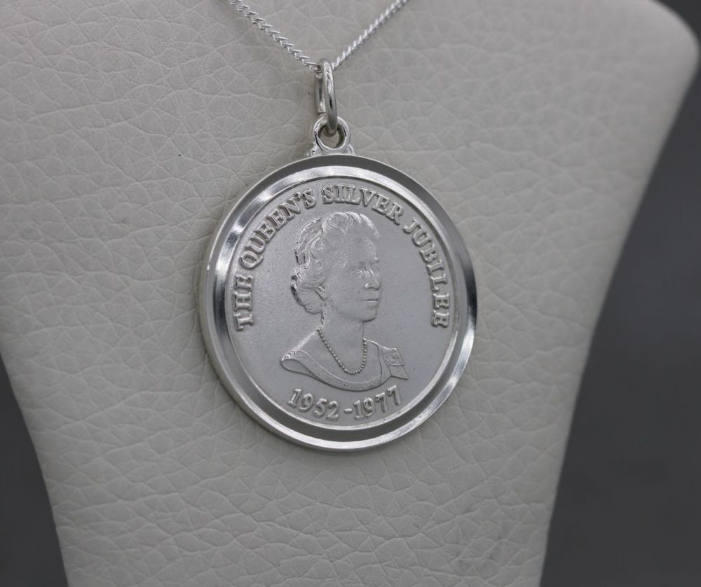 Vintage sterling silver commemorative coin style necklace; Queen's silver j