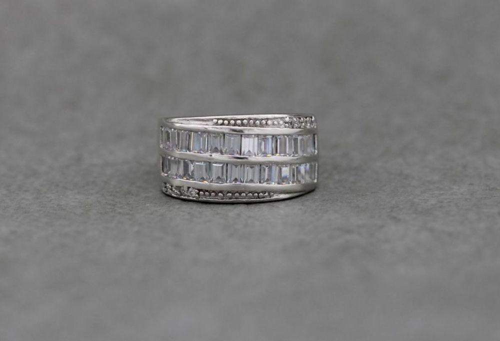 Elegant sterling silver & clear stone cocktail ring (L)