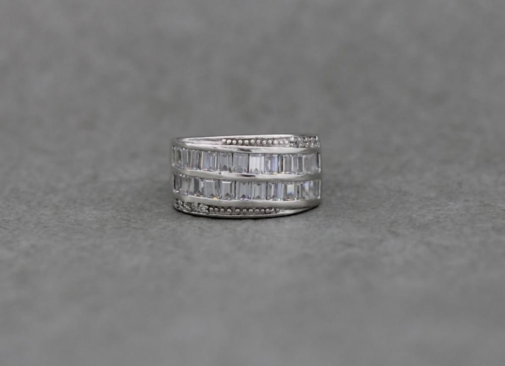 Elegant sterling silver & clear stone cocktail ring (K)