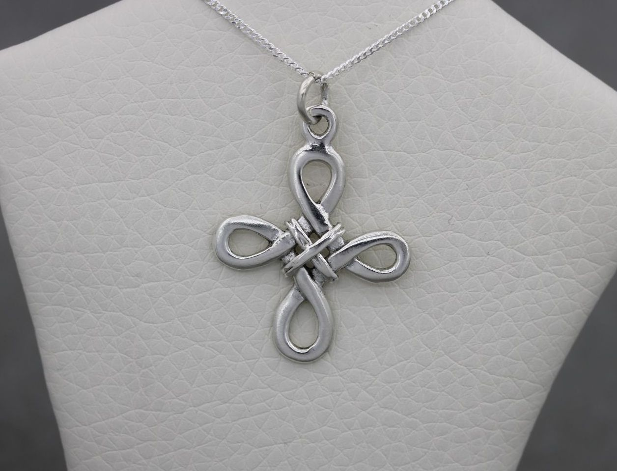ST7004 necklace unusual lashed cross (3)