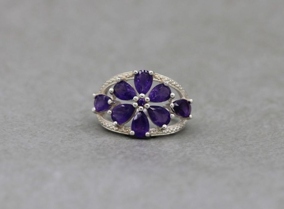 Beautiful sterling silver & amethyst floral cluster ring