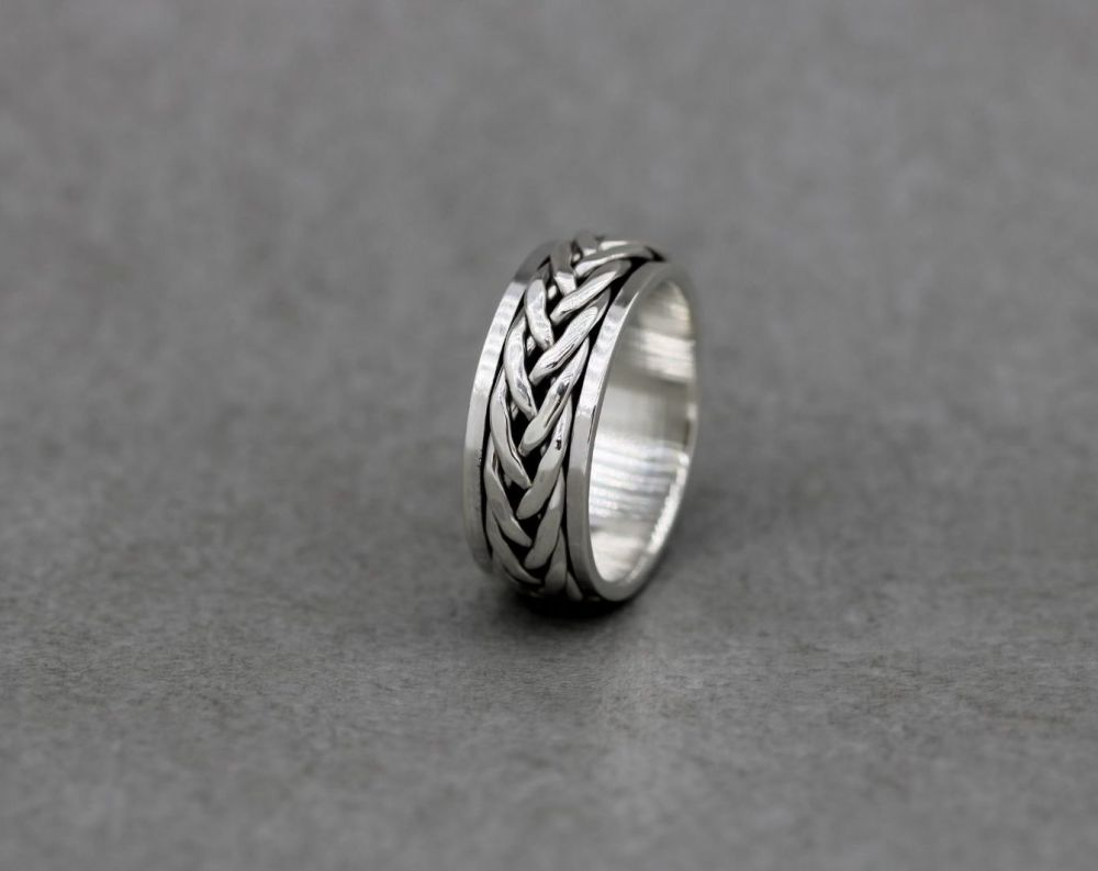 Sterling silver spinner ring with a woven band (Q)