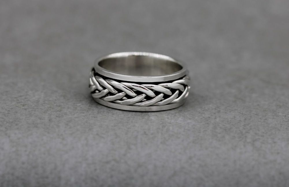 Sterling silver spinner ring with a woven band (M)