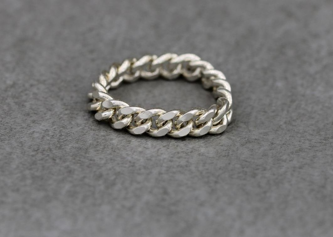 Unusual sterling silver flexible curb chain ring