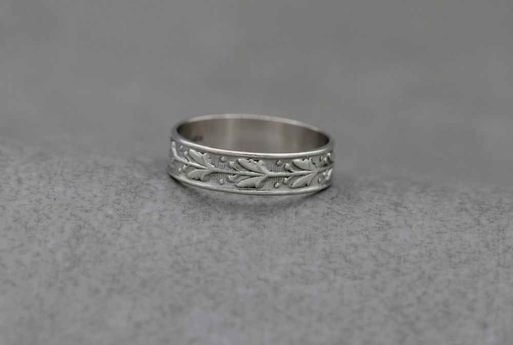 Vintage silver ring with a chased foliage design