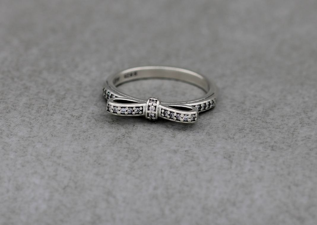 Pandora sterling silver & clear stone bow ring