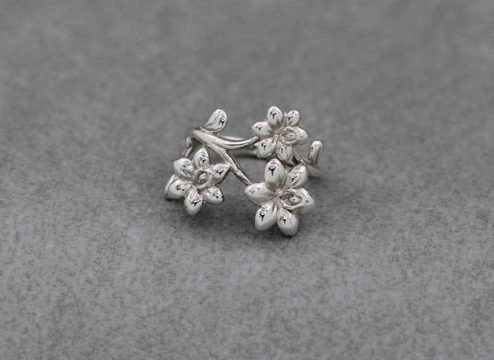 Layered asymmetric sterling silver flower ring (M 1/2)