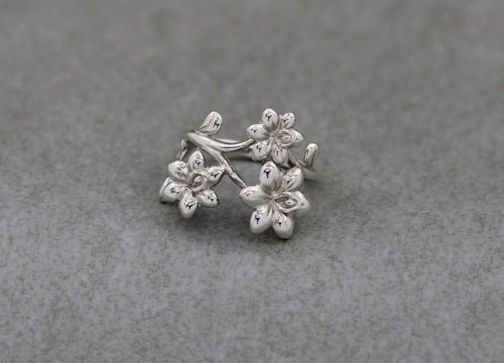 Layered asymmetric sterling silver flower ring (O 1/2)