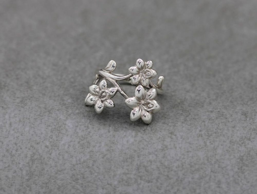 Layered asymmetric sterling silver flower ring (J 1/2)