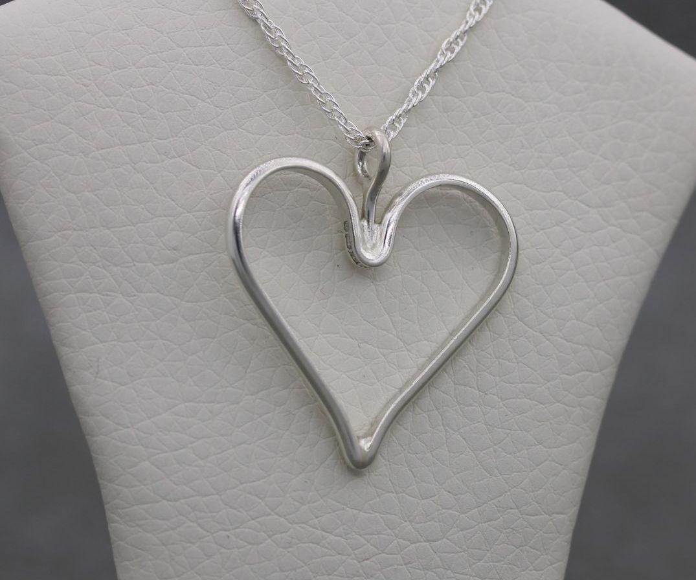 Vintage sterling silver heart necklace