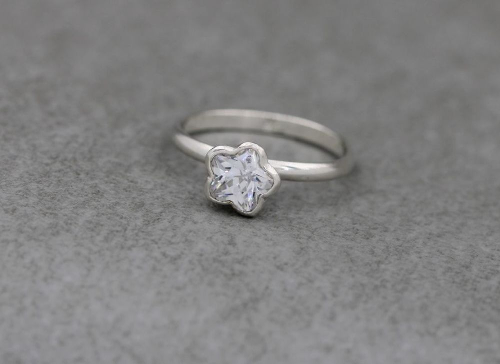 Unusual sterling silver proud set floral shape solitaire ring
