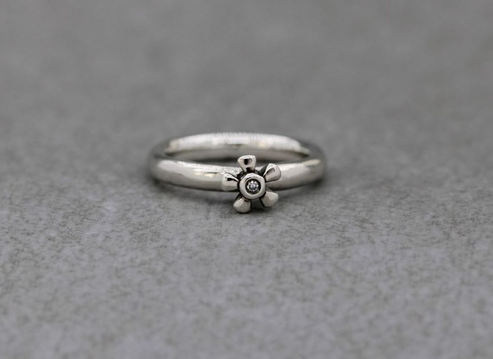 Sterling silver & clear stone flower solitaire ring