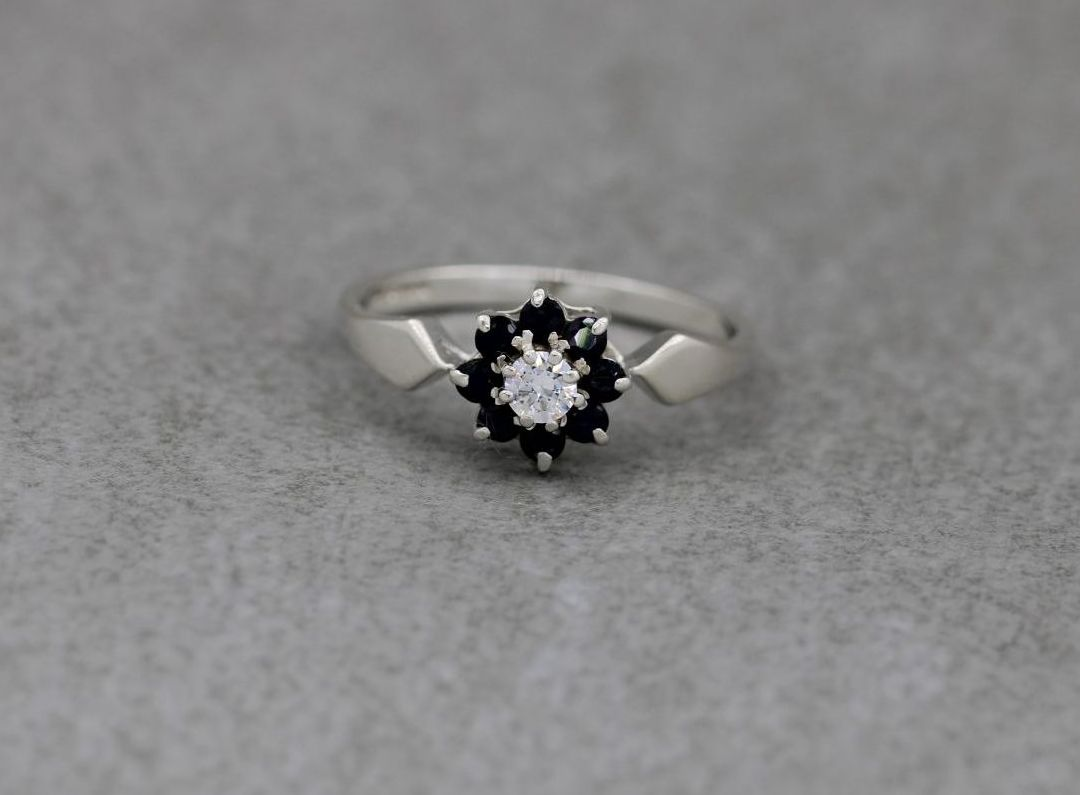 Vintage sterling silver cluster ring with deep blue & clear stones