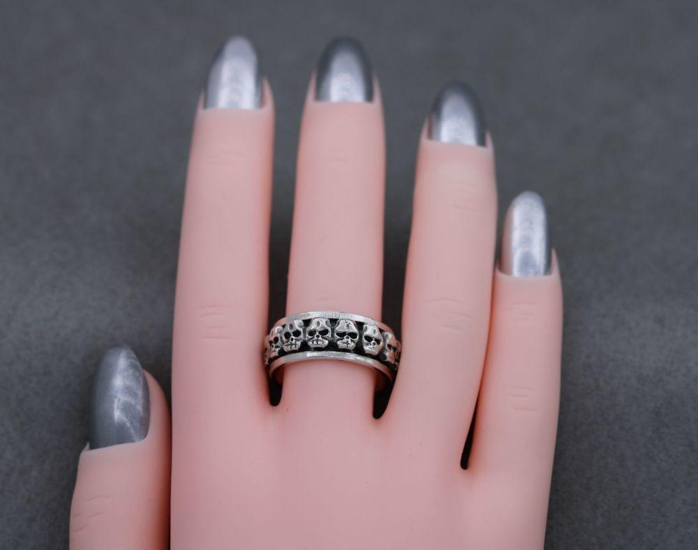 Sterling silver skull spinner ring (N)