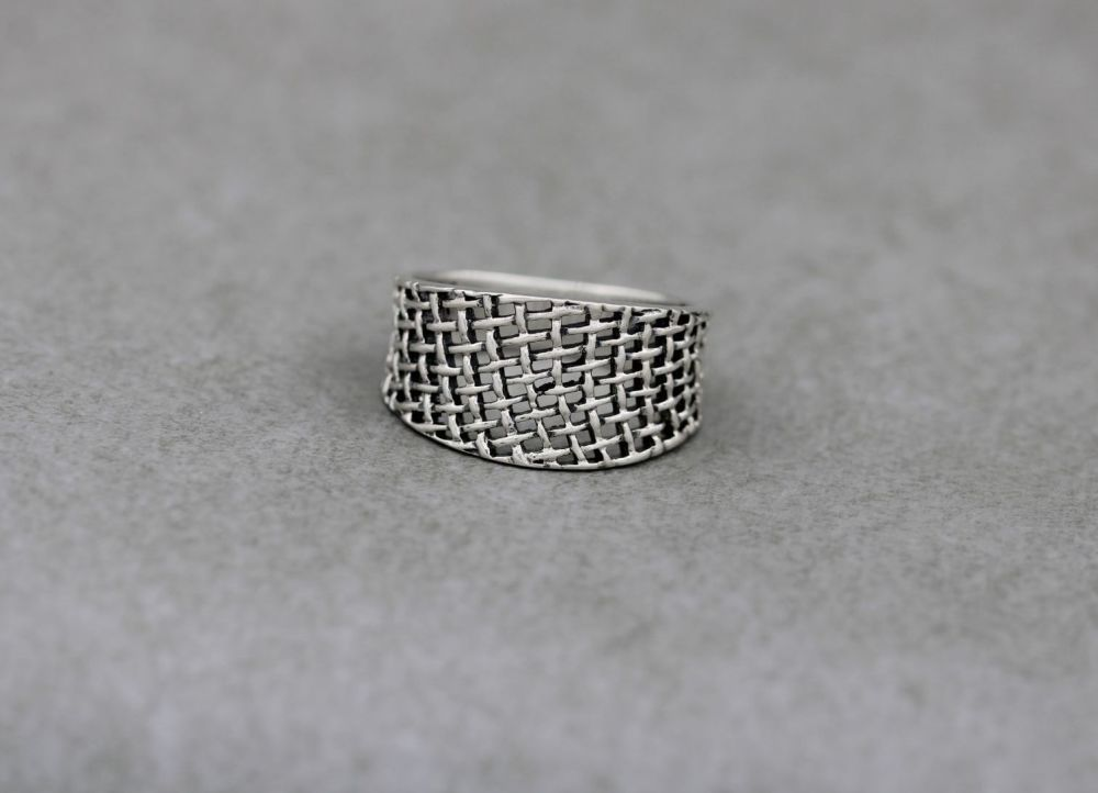 Graduated sterling silver basket weave ring (T)