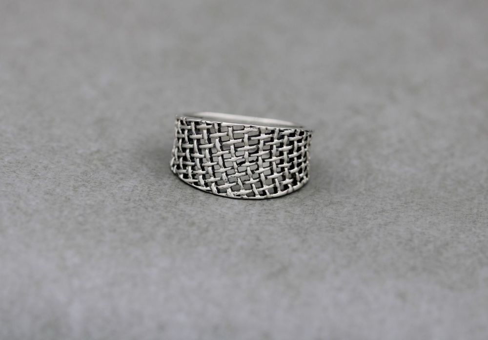 Graduated sterling silver basket weave ring (K)
