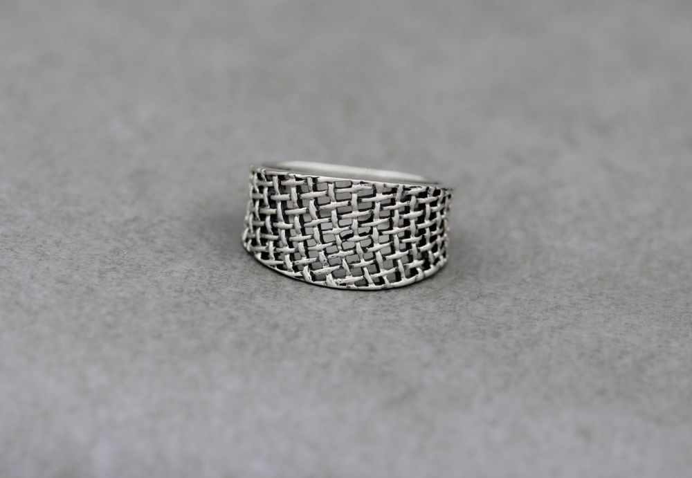 Graduated sterling silver basket weave ring
